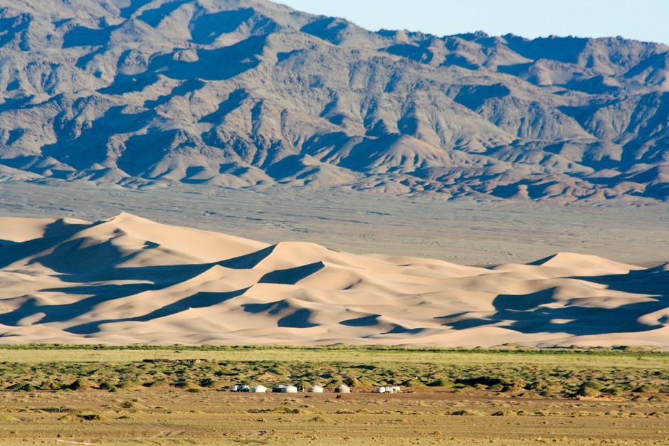 Dunes Montagnes et Yourtes